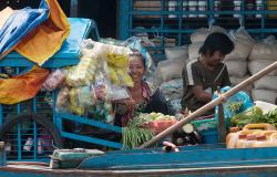 images/Fotos/Reisen/Kambodscha/thumbs//farbspektrum-frau-boot.jpg